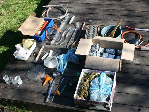 Šestadvacetiletý výrobce a dealer drog z Hlučínska skončil v rukou policie. Kromě pěstování konopí se věnoval také vaření pervitinu.