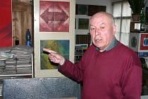 Ve svém království – Svatoslav Böhm v krnovském ateliéru, který ani po ničivé pohromě, jež mu v něm v roce 1997 způsobila velká voda, neopustil.