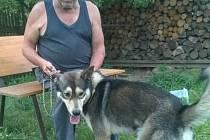 Silvestr Korytár se svým psem Danem.