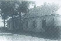 HNĚVOŠICE základní škola, postavená v roce 1840, zbouraná v roce 1980.