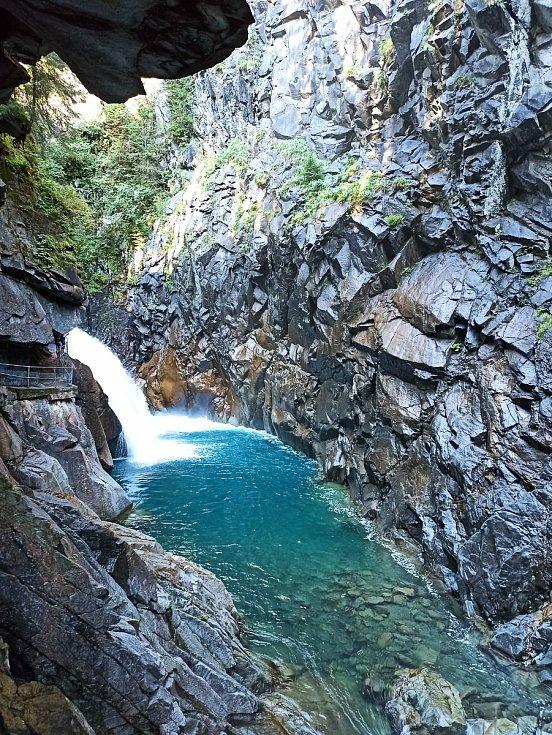Vodopád ve Švýcarsku.