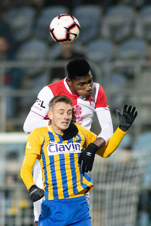 Opava - Zápas 17. kola FORTUNA:LIGY mezi SFC Opava a SK Slavia Praha 3. prosince 2018 na Městském stadionu v Opavě. Jakub Janetzký (SFC Opava).