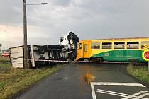 Nehoda na železničním přejezdu u obce Otice-Rybníčky.