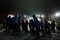 Po třiceti až čtyřiceticentimetrové pokrývce se během víkendu mohli prohánět lyžaři ve Skieareálu Vaňkův kopec, který se rozléhá na hranici opavského a ostravského okresu.