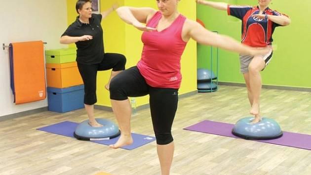 Účastnice navštívily lekci, která je statického původu (Body & Mind) a je určena pro zpevnění hlubokého stabilizačního systému, k upevnění vnitřních svalů zajišťující zdravý postoj člověka s vyrovnaným poměrem svalové hmoty v těle.