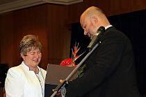 Erika Oravcová z hasičského útvaru v Hlučíně dostala ocenění za práci přímo z rukou ministra vnitra Martina Peciny.