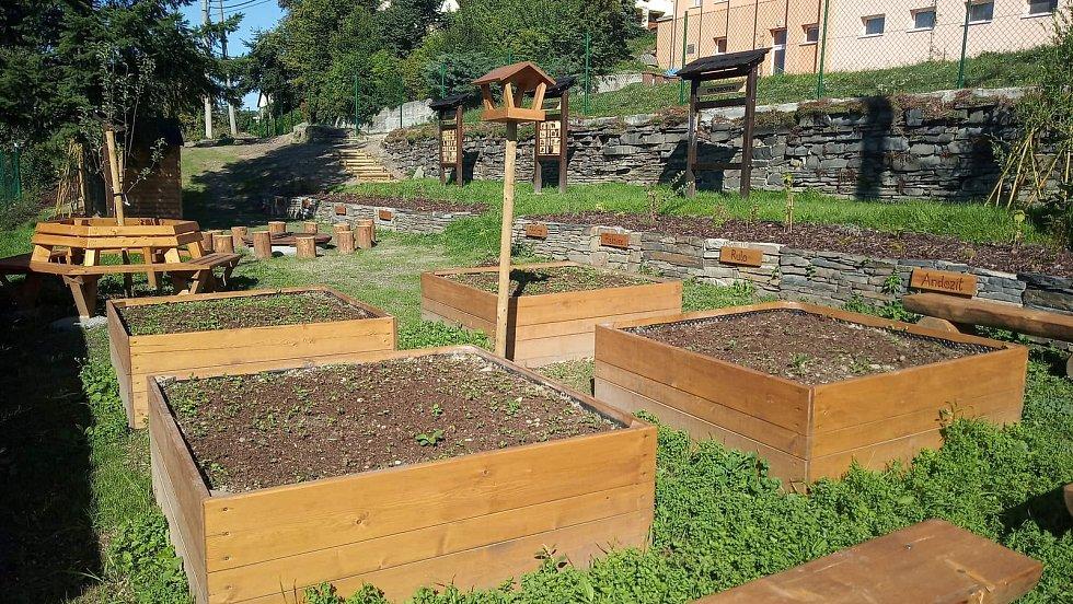 Školní zahrada se otevírala na podzim 2019.