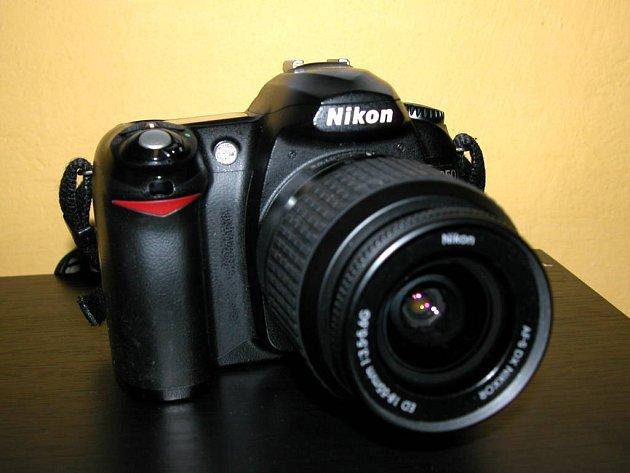 Digitální fotoaparát. Vyvolávání filmu se stalo minulostí.