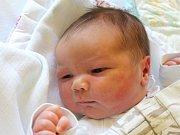Lukáš Matýsek se narodil 10. května, vážil 4,30 kilogramů a měřil 53 centimetrů. Rodiče Zuzana a Vlastimil z Deštné mu do života přejí zdraví. Na Lukáška už doma čeká bráška Ondrášek.