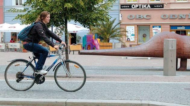 Opavští cyklisté mnohdy pro svou jízdu využívají i chodníky.