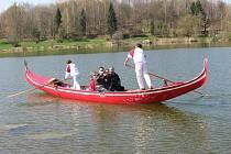 Gondola na Stříbrném jezeře v Opavě převážela o víkendu stovky lidí. Dnes už putuje zpět do Itálie.