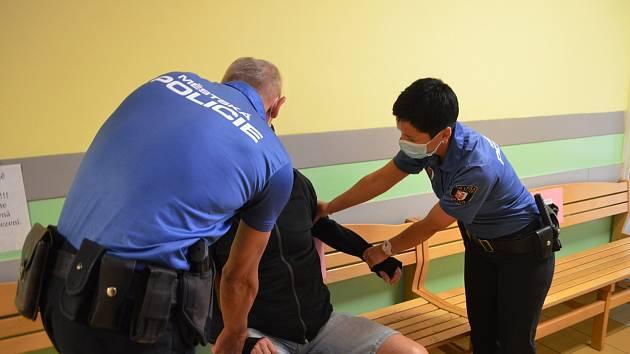 Kontaktní místo strážníků v opavské nemocnici.