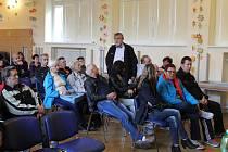 Setkání majitelů zahrádek z osady Žižkova, spolu s vedením opavských zahrádkářů (OZ), sešli v kulturním domě v areálu Psychiatrické nemocnice v Opavě.