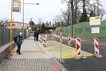 Dokončovací práce na opravené Gudrichově ulici uzavírají devítiměsíční období, kdy řidiči museli objíždět Kylešovský kopec.