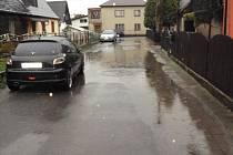 Jezero. Takhle by se dala nazvat Mařákova ulice po jednom dni srážek.