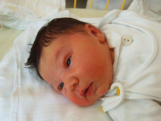 """Marek Rýznar se narodil 11. října, vážil 4,62 kg a měřil 53 cm. """"Je to naše první miminko, přejeme mu hodně zdraví,"""" zmínili Dagmar a Tomáš Rýznarovi ze Slavkova."""