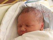 Vojtěch Kadula se narodil 19. dubna, vážil 3,45 kilogramů a měřil 51 centimetrů. Rodiče Tereza a Dušan z Háje ve Slezsku mu do života přejí zdraví a štěstí. Na Vojtíška se už těší také sestřička Viktorka.