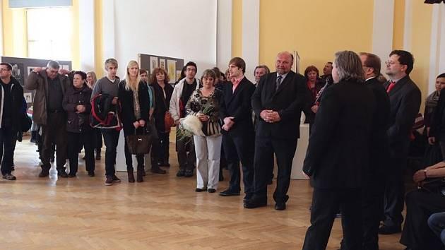 U příležitosti dvacátého výročí uměleckých oborů na opavské umělecké průmyslovce se koná mimo jiné i výstava prací zdejších studentů a absolventů.