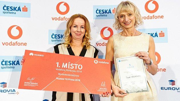 Alice Stoklasová (vlevo) a Alena Václavíková (vpravo) mají důvod k radosti.