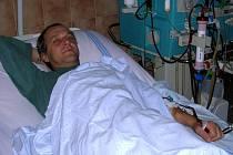 Dialýza. Jeden z pacientů na dialyzačním oddělení Slezské nemocnice v Opavě.