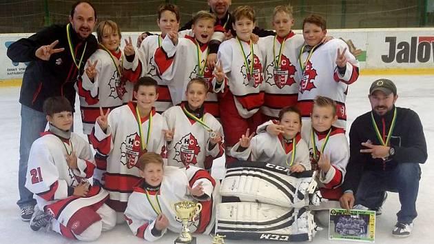 Výběr opavského Slezanu obsadil vynikající druhé místo v pátém ročníku mezinárodního hokejového turnaje Wallachian Puck ve Vsetíně pro hráče ročníku 2004 a mladší.