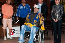 V minulém roce se na syna legendy opavského fotbalu Jana Vožníka Martina vybralo v rámci dražby dresů 44 tisíc korun. Organizátoři charity doufají, že letos dosáhnou na obdobnou částku.