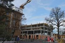 Nový pavilon by měl být dle harmonogramu dokončen v první polovině roku 2015.