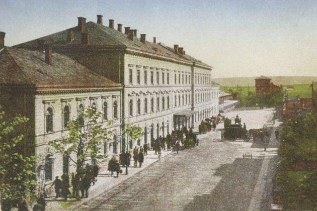 Pohled na nádraží Opava–východ v 19. století.