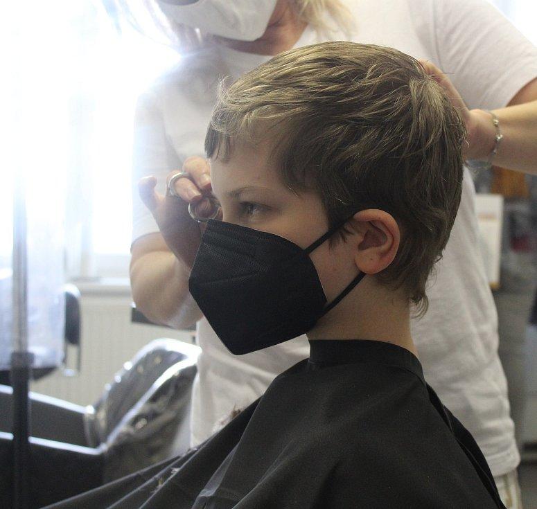 Znovuotevření kadeřnictví v Opavě.