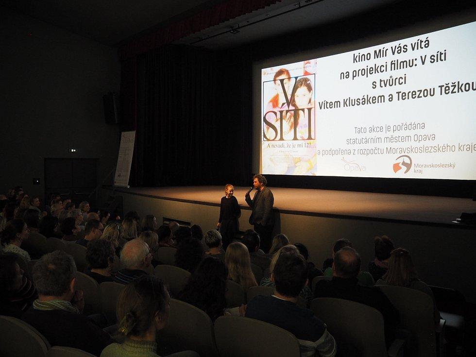 Projekce filmu V síti v kině Mír.