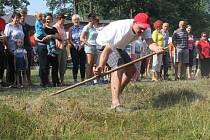 Soutěže v kosení trávy pravidelně probíhají v Dobroslavicích, letos je uspořádá i Hlubočec.