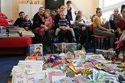 Na dětské oddělení Slezské nemocnice v úterý dopoledne zavítalo několik hráčů prvoligového áčka SFC.