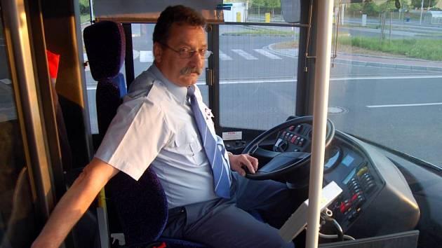 Klimatizace se v duobusech nachází pouze v prostoru řidiče. Na cestující se příliš nemyslelo.