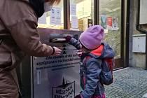 Boxy na knihy již slouží také v jiných místech Česka. Tento funguje v Náchodě.