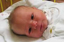 """Adam Buchta se narodil 16. listopadu, vážil 3,75 kg a měřil 53 cm. """"Je to naše první miminko, přejeme mu hodně štěstí a zdraví,"""" řekla maminka Petra a tatínek Michal Buchtovi z Opavy. K přání se připojuje také babička Alena."""