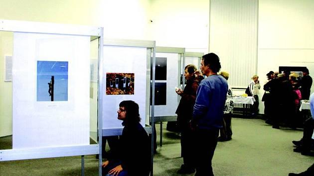 Fotografie. Výsledky nedávné fotografické vystavuje Slezské zemskémuzeum v Opavě.