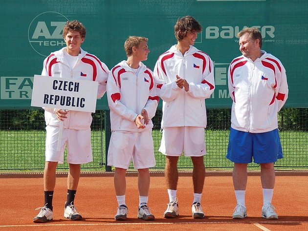 V areálu Tenis centra Opava ve středu začal kvalifikační turnaj o postup do slavného Galeova poháru – ME družstev starších dorostenců. Turnaj vyvrcholí v pátek.