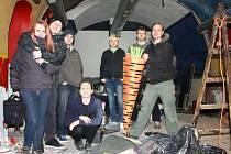 Na rekonstrukci se podílela řada pomocníků.