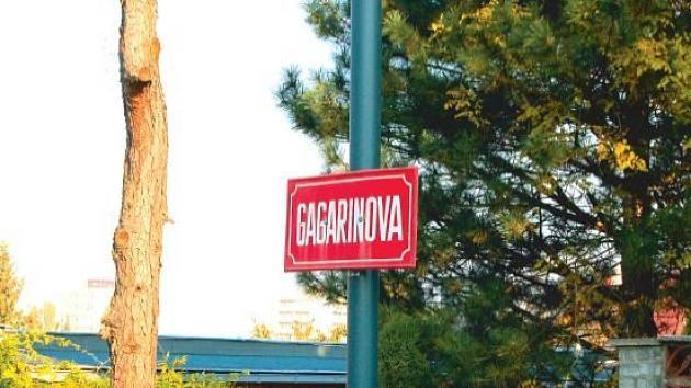 Gagarinova. Jan Bílovský navrhuje přejmenování této ulice na ulici Pavla Švandy.