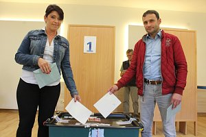 Manželé Stromští u voleb.
