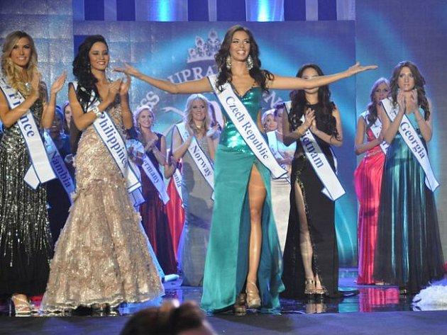 Michaele Dihlové z Kozmic se nyní může klanět celý svět. Je třetí nejkrásnější dívkou mezinárodní soutěže Miss Supranational 2012.