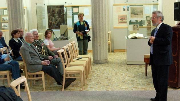 Výstavu věnovanou legionářskému muzeu v Opavě zahájil ředitel Slezského zemského muzea Jaromír Kalus.
