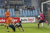 Tomáš Komenda zahazuje šanci, která mohla Slezskému FC přinést tři body.
