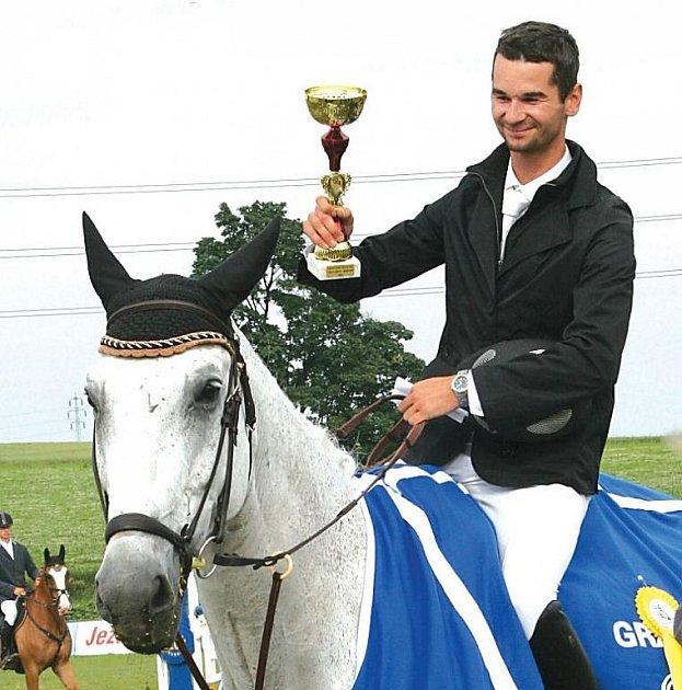 Vítěz Velké ceny Opavy Andrej Holly s Questorem (Slovensko).