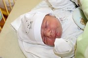 """Tobiáš Tvrdík se narodil 17. května, vážil 3,8o kilogramu a měřil 50 centimetrů. """"Je to naše první miminko. Přejeme mu, ať je v životě šťastný, to je nejdůležitější,"""" řekli rodiče Michaela a Filip z Opavy."""