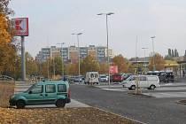 Nový Kaufland stojí v Opavě v Olomoucké ulici a je jen pár desítek metrů vzdálený od hypermarketu Albert.