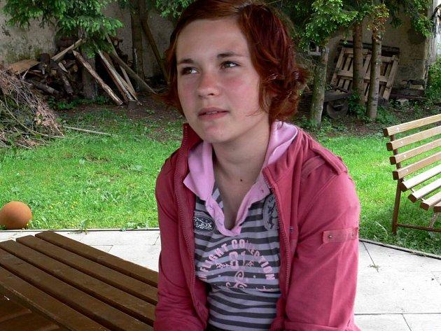 Aneta Maléřová. Ještě na jaře normální holka, teď pacientka psychiatrické léčebny.
