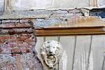 Na Jánských Koupelích se podepsal zub času a opuštěnost místa.