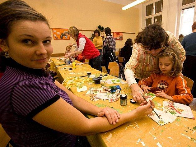 Vánoční atmosférou ožila v pátek a v sobotu Masaryková střední zemědělská škola. Necelý měsíc před Vánocemi se tam už podruhé konal hojně navštěvovaný adventní jarmark.