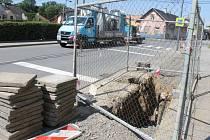 Rekonstrukce vodovodu již od poloviny června komplikuje dopravdu v Oticích.